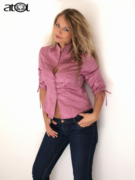 Společenská sezóna 2009 prodej oděvů a modelové šití na zakázku c94656dc65